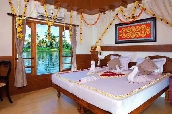 honeymoon-houseboat