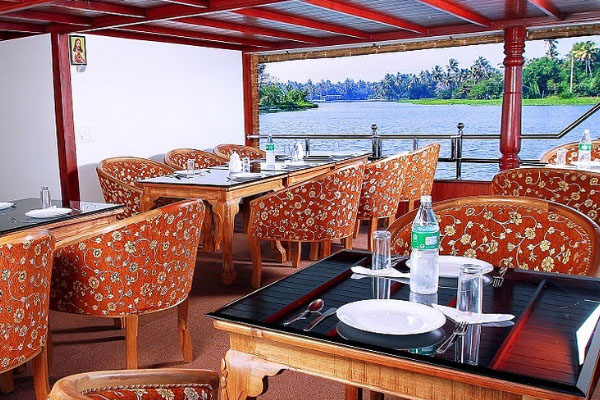 Dining in Houseboat