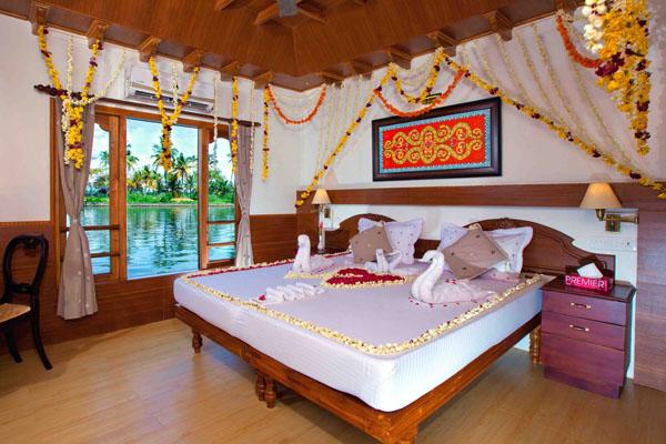 Cruiseland Honeymoon Houseboat