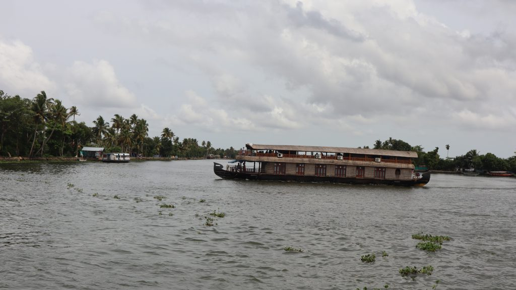 Houseboat-in-backwaters-of-alleppey